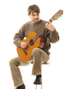http://www.gitaradlapoczatkujacych.pl/images/trzymanie-klasyk.jpg